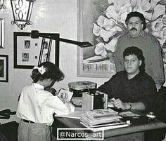 Pablo Escobar con su hijos; Juan Pablo y Manuela Escobar. La Catedral. Pablo Emilio Escobar, Don Pablo Escobar, Narcos Escobar, Mafia, Narcos Pablo, Colombian Drug Lord, Manolo Escobar, Extraordinary People, Tattoos