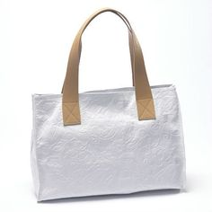 www.hogiesonline.co.uk - LEATHER HANDBAG EMBOSSED WITH WHITE FLOWERS BY PUNTOTRES - PUN09 , £99.00 (http://www.hogiesonline.co.uk/leather-handbag-embossed-with-white-flowers-by-puntotres-pun09/)