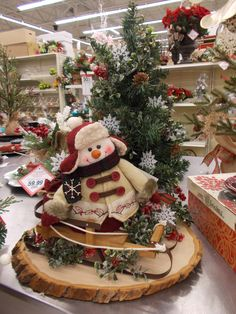 How to Make a Snowman Tree Topper Country Christmas, Rustic Christmas, Christmas Art, Christmas Projects, Christmas Holidays, Christmas Wreaths, Green Christmas, Christmas 2019, Vintage Christmas