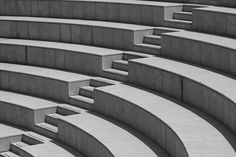 A modern amphitheatre with seats and steps Amphitheater Architecture, Water Architecture, Stairs Architecture, Minimalist Architecture, School Architecture, Interior Architecture, Curved Patio, Staircase Handrail, Shelter Design