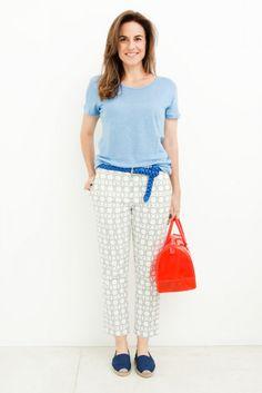 Camiseta e cinto Zara, calça Tibi e espadrilha Shoestock