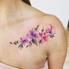 Tatuagens flores ombros