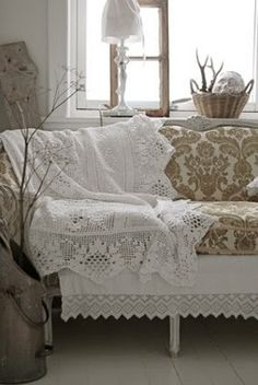 Gorgeous lace throw, love the design~❥