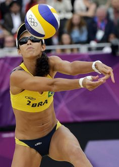 beach volleyball women digging
