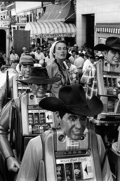 Magnum Photos -  Henri Cartier-Bresson // USA. Nevada. US Photographer Inge MORATH. 1960.