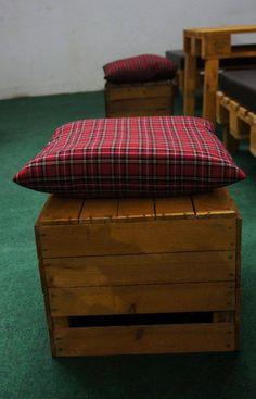 skrzynka-drewniana-z-poduszka