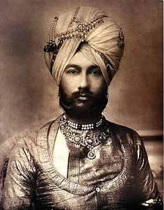 Portrait of H. The Raja of Faridkot, India century Style Indien, Colonial India, Royal Indian, Vintage India, Vintage Men, History Of India, Turbans, Royal House, Royal Jewels