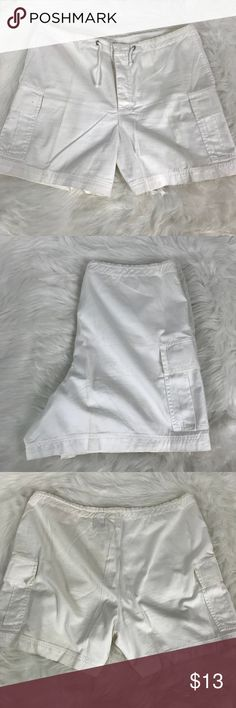Paradox Cotton Linen White Cargo Shorts Sz Large PARADOX Casual Cotton Linen White Drawstring Waist Cargo Shorts Women's Size Large Vintage 90s  No tears, no flaws. Smoke-free home.   Perfect shorts for the beach in the summer at a great price. Why pay high retail department store prices for brand names? Check out my closet for more great deals.  Flat lay measurements in inches:  Waist: 18 Inseam: 5 Rise: 12 Paradox Shorts Cargos