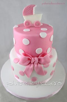 Torta a due piani e cupcake per il baby shower di una bambina Cake and cupcake for baby shower for a little girl