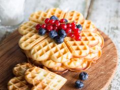 Such a waffle for breakfast … that's something fine – preferably with peanut butter, fruits and of course low carb. Such a waffle for breakfast … that's something fine – preferably with peanut butter, fruits and of course low carb. Paleo Dessert, Dessert Recipes, Low Carb Desserts, Easy Desserts, Low Carb Recipes, Law Carb, Low Glycemic Diet, Keto Snacks, Low Carb Keto