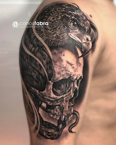 Calavera y águila // Skull and eagle realizado en @pxabodyart Después de tatuar a Donald Trump he tatuado a Mukhamad. Un iraquí que se ha realizado su primer tatuaje. En Galicia vamos a ver de todo! Muchas gracias por todo amigo. Ha sido un verdadero placer!!! #tat #tattoo #tatuaje #skull #eagle #calavera #aguilas #animal #cosafinatattoo #carlosfabra #pxa