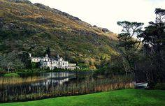 beautiful castle house, kylemore Abbey, Ireland