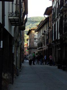 #Ezcaray situado en la sierra de la Demanda a orillas del río Oja, un pueblo para el descanso, la tranquilidad y también para los amantes de los deportes de montaña, cerca de la estación de #esquí_Valdezcaray, #La_Rioja. Pulse en la fotografía para ver #casas_en_La_Rioja