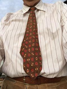 Gamla manchestershorts från 50-talet, bomullskjorta från 40-talet och en slips från 30-talet. Vad kan bli bättre?