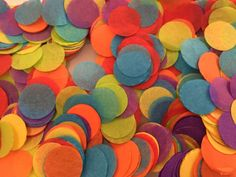Content: 1300+ pcs of 1 in hand cut biodegradable circle confetti (fluffing required)  confetti mix: - red - orange - yellow - green - blue - purple   Air is squeezed out when packaging causing the volume looks much smaller upon arrival. Instruction is included for easy fluffing to resume the volume.  Ideal replacement for rose petals. Great for parties, celebrations or any fun events!!! Please note: - fluffing is required to resume its original volume - due to display setting, colors shown…