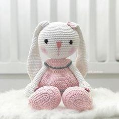 In this article we share amigurumi animal free crochet patterns. Amigurumi toys are beautiful. Unicorn Cross Stitch Pattern, Crochet Bunny Pattern, Crochet Rabbit, Crochet Teddy, Crochet Patterns Amigurumi, Crochet Dolls, Crochet Baby, Free Crochet, Crochet Animals