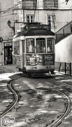 Lisbon tram Black and white photography from Photography Talk. Artistic Photography, Photography Tutorials, Vintage Photography, Black And White Artwork, Black And White Pictures, Black White, Level Design, Cool Photos, Beautiful Pictures
