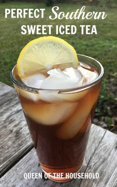 It took me 6 years to perfect this Southern Sweet Tea Recipe! But it was worth it becuase it tastes like Granny's sweet tea recipe! Refreshing Drinks, Summer Drinks, Fun Drinks, Healthy Drinks, Beverages, Sweet Tea Recipes, Iced Tea Recipes, Great Recipes, Lipton Sweet Tea Recipe