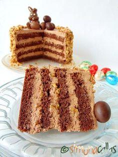 Tort simplu cu ciocolata si nuca 4 Romanian Desserts, Romanian Food, Jacque Pepin, Food Cakes, Something Sweet, Vanilla Cake, Tiramisu, Cake Recipes, Biscuits