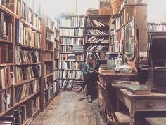 Read much?  @peaceofthepastantiques more than 30,000 used books between their 2 Galena locations. : @peaceofthepastantiques