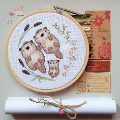 Cross stitch kit amor de nutria un bebé dos por LittleBeachHut