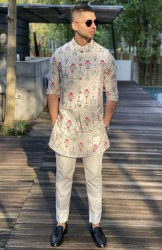Indian Wedding Clothes For Men, Wedding Kurta For Men, Wedding Dress Men, Indian Wedding Outfits, Gents Kurta Design, Boys Kurta Design, India Fashion Men, Indian Men Fashion, Designer Suits For Men