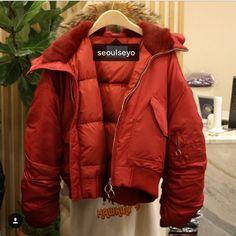 พรอมสง  เลอนซายเพอดรปสอนคะ order now.. padded jacket free size: b42 l22  colors: red/ black/ khaki  price: 4xxx.- 100% made in Korea  for more information please line: @seoulseyo #snowboots #stylenanda #gmarket #madeinkorea #koreanquality #chanellover #chanelthailand #woolcoat #woolencoat #cashmerecoat #koreanfashion #winterwoolcoat #poncho #woolenponcho #woolponcho #furcoat #winter #boots #stuartweitzman #เสอผาเกาหล #เสอกนหนาวเกาหล