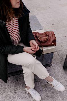 Lust auf ein nachhaltiges Outfit mit schönen Lieblingsteilen? Dabei mixe ich zwischen Kleidungsstücken von nachhaltigen Brands und Teilen, die ich Secondhand geshoppt habe. www.whoismocca.com Outfit Jeans, Outfit Zusammenstellen, Casual Chic Outfits, Elegant, Mantel, Outfit Of The Day, Chloe, Beauty, Tops