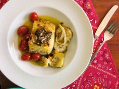 Lombo de bacalhau com batata doce e mini tomates
