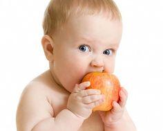 Anne sütü mucizevi bir besindir. Büyümeye hızla devam eden bebek bir süre sonra ek gıdalar ile beslenmeye de başlayacaktır.