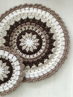 crochet mandala pattern soaring-imagination: Though this crochet mandala by My Way is less brightly coloured than most crochet mandalas that Ive seen, I do love t. Crochet Mandala Pattern, Crochet Circles, Crochet Motifs, Crochet Squares, Crochet Doilies, Crochet Flowers, Granny Squares, Doily Rug, Crochet Home