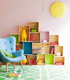 Sweet colourful DIY bookshelf for a kids room.