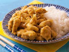Aprende a preparar platos para llevar una alimentación sana como este pollo al curry