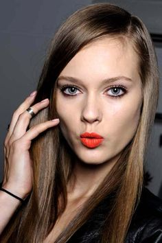 oooh. orange lips and kohl rimmed eyes. yep.