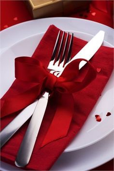 A sweet way to display cutlery on a place setting, and add that extra bit of colour to your wedding reception tables