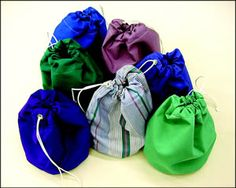 Clear Tutorial - instructions on making drawstring bucket bags Sewing Kit, Sewing Hacks, Sewing Tutorials, Sewing Projects, Sewing Patterns, Bag Tutorials, Purse Patterns, Sailing Outfit, Round Bag
