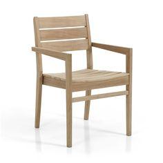Chios bord med bordsskiva av tvärgående teakribbor och Chios stapelstol med matchande sits och rygg bildar en vacker, lättplacerad matplats. Trots sina smäckra dimensioner tål den att stå ute år efter år och kräver minimalt underhåll. Mått: Totalbredd, Totalhöjd, Sitthöjd Karmstol: Tb 58 cm, Td 86 cm, Th 44 cm