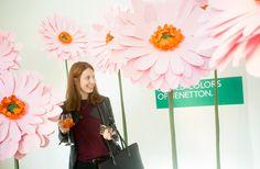 Διακόσμηση χώρου με χάρτινα λουλούδια  στο event παρουσίασης συλλογής s/s2016 της Benetton. Δείτε περισσότερα έργα μας στο http://www.artease.gr/interior-design/emporikoi-xoroi/