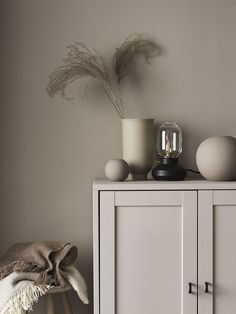 Tone-on-Tone Styling Inspiration from Linda Åhman - Nordic Design Estilo Interior, Home Interior, Interior Decorating, Interior Garden, Decorating Kitchen, Interior Paint, Bathroom Interior, Kitchen Interior, Modern Interior