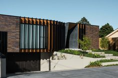 Dark Brick Courtyard House Features a Central Courtyard - Modavigo Brick Courtyard, Courtyard House, Facade House, House Exteriors, Residential Architecture, Architecture Design, Timber Battens, Timber Ceiling, Minimalist Home