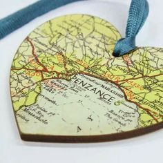 Map ornaments from family vacations – put the dates on the back. Map ornaments from family vacations – put the dates on the back. was last modified: September Holiday Crafts, Holiday Fun, Christmas Holidays, Christmas Ornaments, Ornaments Ideas, Wooden Ornaments, Christmas Trees, Festive, Cute Crafts
