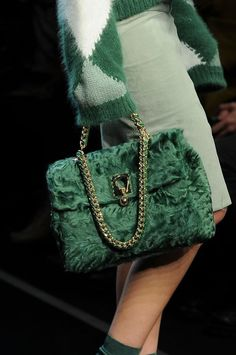 Fashion| Tendenze moda autunno-inverno 2014/15: Verde | http://www.theglampepper.com/2014/11/11/fashion-tendenze-moda-autunno-inverno-201415-verde/