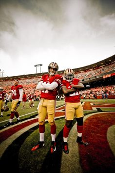 QB Alex Smith and RB Frank Gore (Pre-Season Alex smith great quarterback. 49ers Players, Nfl Football Players, Football Girls, Nfl 49ers, 49ers Fans, San Francisco Basketball, San Francisco 49ers, Frank Gore, Bay Sports