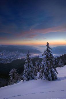 Зимний вечер в Карпатах, Украина. Автор фото: Сергей Рыжков. Доброй ночи.