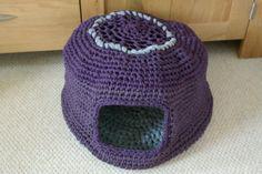Crocheted cat nest t-shirt yarn