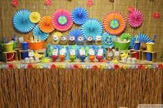 Tasty Ice Cream And Colorful Hawaiian Theme Decorations ❥❥❥ http://bestpickr.com/hawaiian-luau-party-ideas