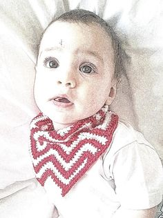 Crochet Chevron Bandana Bib - FREE patter. Perfect for a cheap and cheerful Christmas gift! X