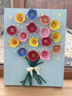 A spring bouquet craft for Mother's Day for children to make. See craftysoulstogether.wordpress.com