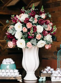 Best Pink and White Wedding Decorations Ideas Burgundy Wedding, Floral Wedding, Wedding Bouquets, Wedding Flowers, Send Flowers, White Wedding Decorations, Wedding Themes, Wedding Colors, Wedding Table