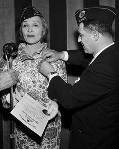 Марлен Дитрих - белокурая Венера. Marlene Dietrich, Marylin Monroe, Rita Hayworth, Star Wars, Joan Crawford, Vintage Hollywood, Diva, Actresses, Couple Photos